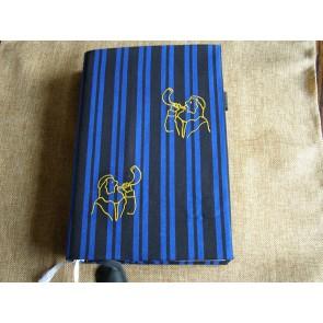 Hoes Handbijbel 12x18 lichtblauw met boekrol en kaars wit
